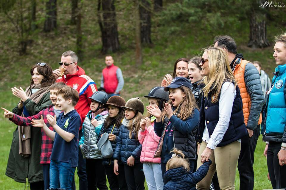 Dzieci podczas majówkowego pikniku nad jeziorem Bełda